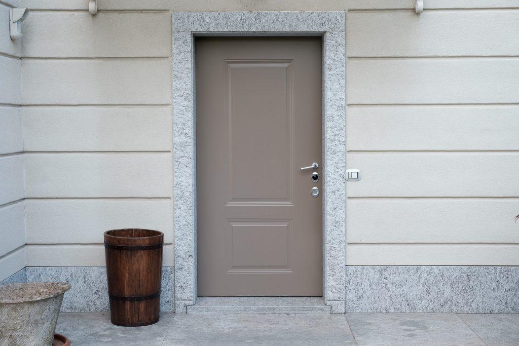 porta d'ingresso con pannello in alluminio con decoro stampato prodotta da aluser