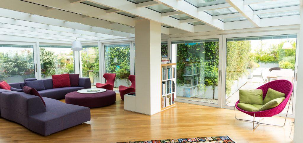 Verande taglio termico in Alluminio con Serramenti in Alluminio Schuco e Vetri con Veneziana nel Vetro per Ambiente di Design e Moderno