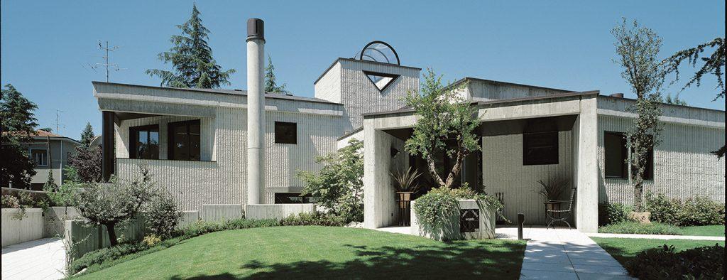 Serramenti in Alluminio in una Residenza Moderna