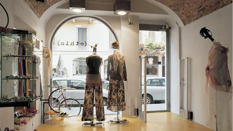serramenti per negozi in acciaio con profilo sezione minima prodotto da aluser milano