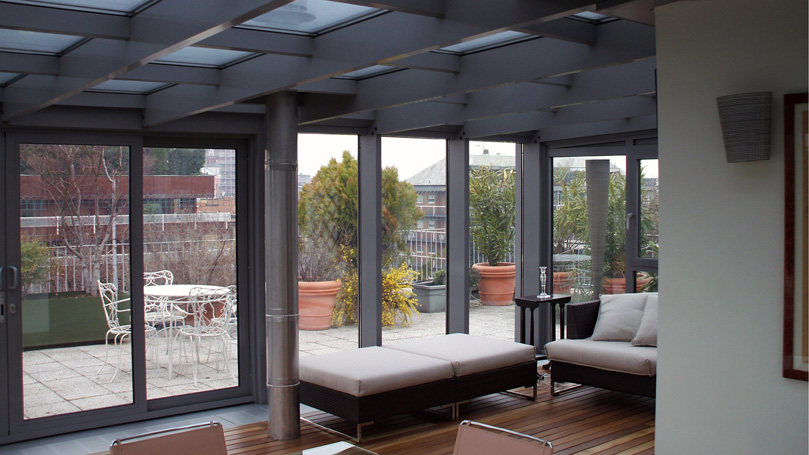 closures for terraces in Aluminium with Sliding Doors for Design Penthouse