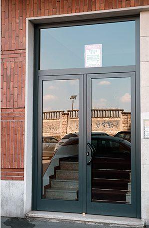Dark Aluminium Condominium Doors with Semi-fixed Casement with Fanlight and Linoleum Handle