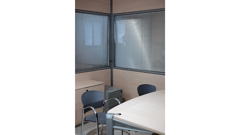 Blind and Glazed Partitions with Venetian Blinds for Offices and Workplaces Flexible and Modifiable as Required