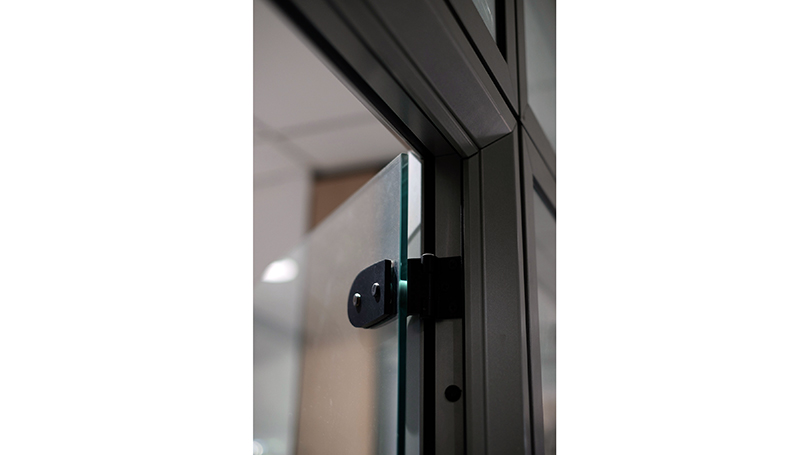 Aluminium and Glass Partition Walls with Reduced Frame Size and Concealed Fixing Systems