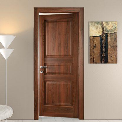 Porte per interni in Legno Scuro con Inserti e Disegno Classici e Ferramenta di Qualità