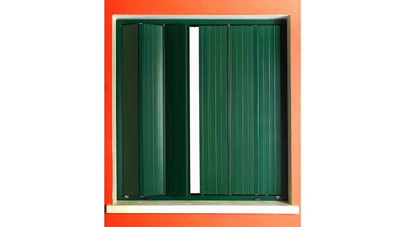 Aluminum shutters model with shutters for windows of reduced size
