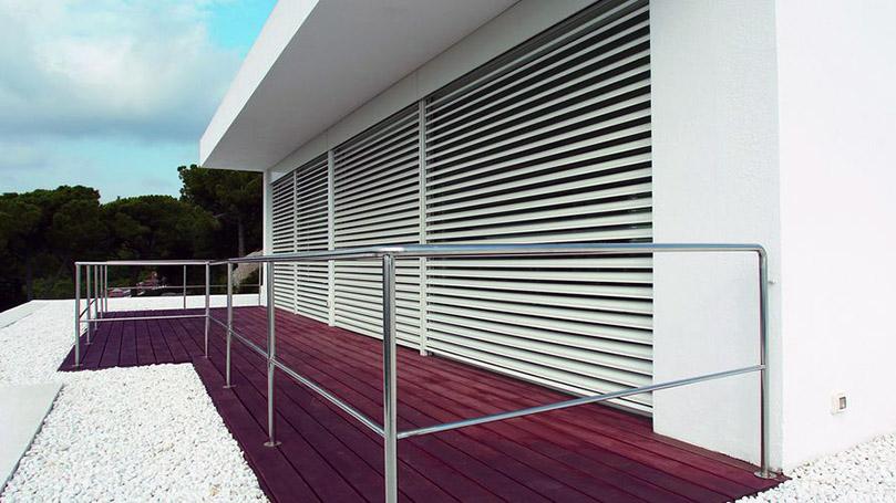 Tende Veneziane in Alluminio Motorizzate per Edificio Ricettivo