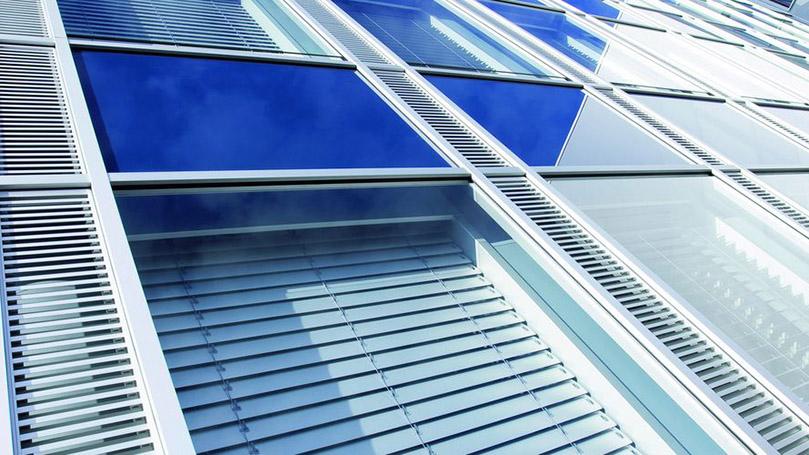 Tende Veneziane in Alluminio con Movimentazione e Orientamento Manuale a Corda per Uffici