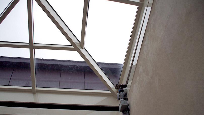 Cupole per Punti Luce in Copertura con Sistema di Apertura Meccanizzato