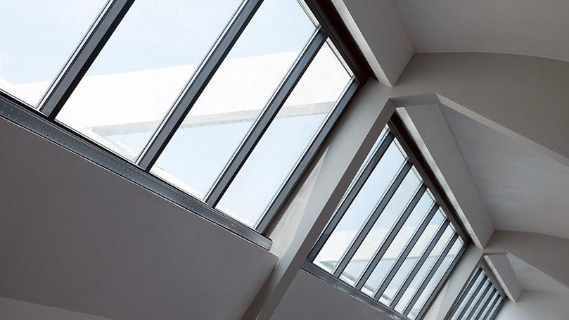 Lucernari in Alluminio Grigio Marezzato per Recupero di un Edificio Industriale