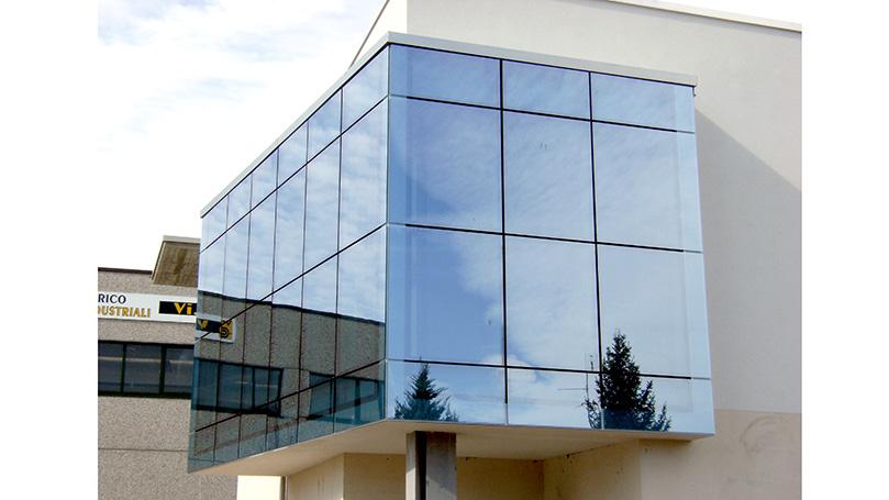 Vetri Riflettenti Incollati a Struttura a Montanti e Traversi per Facciata di Edificio per Uffici