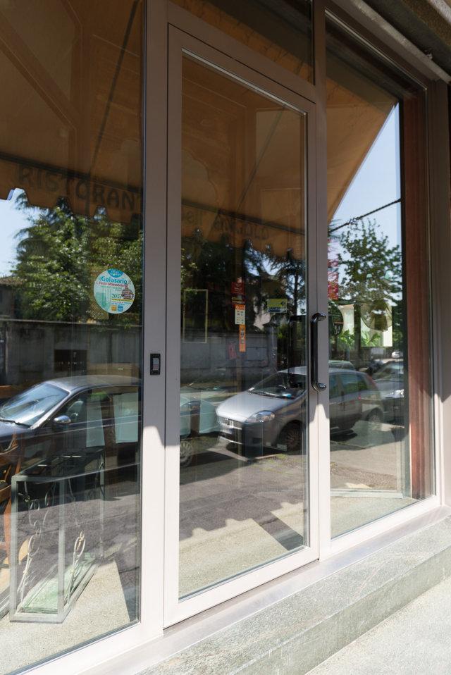 porta di ingresso di sicurezza schuco progettata ed installata da Aluser Schuco Milano