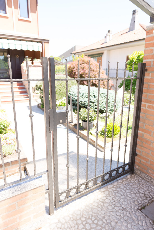 wrought iron gate produced and installed by Aluser in Pavia