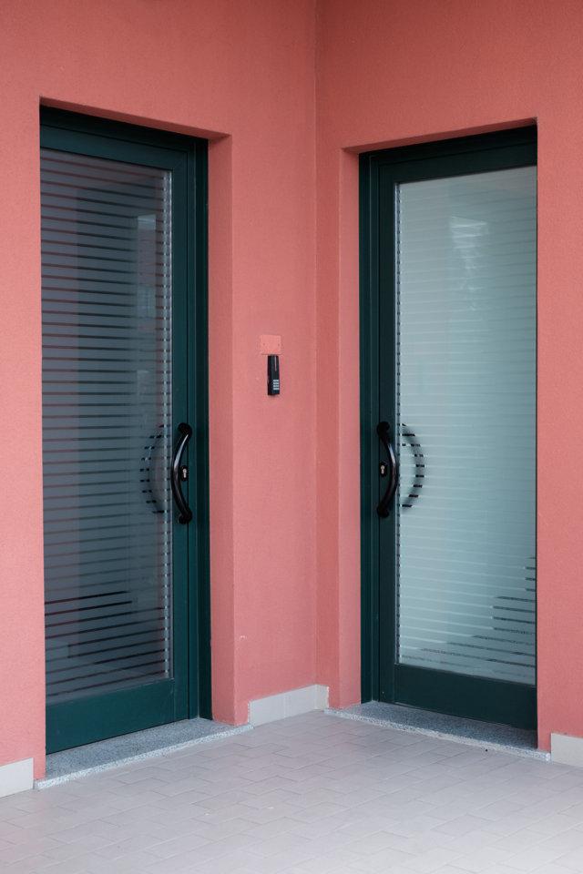 porta di ingresso installata da Aluser per Vercavi
