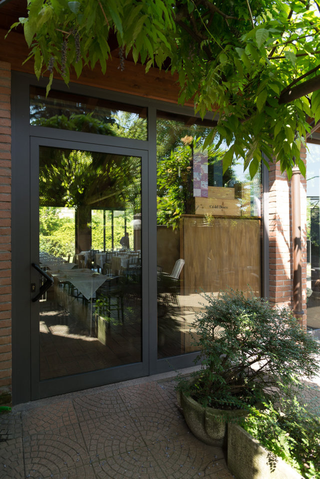 schuco hinged door for the restaurant dell'angolo di vittuone, project realized by aluser