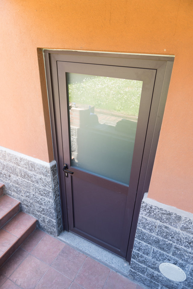 aluminium and glass front door installed in Pavia by Aluser