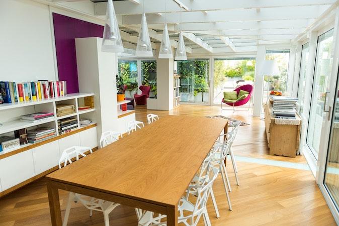 veranda di design progettata dall'ufficio tecnico di aluser per una casa di lusso a milano