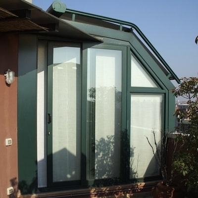verande in alluminio con tende oscuranti integrate progettate e prodotte da aluser