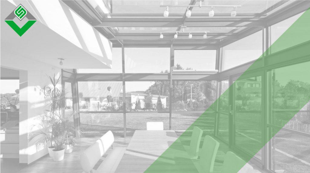 verande in alluminio prodotte e installate da aluser per coprire una sala da pranzo a contatto con il giardino