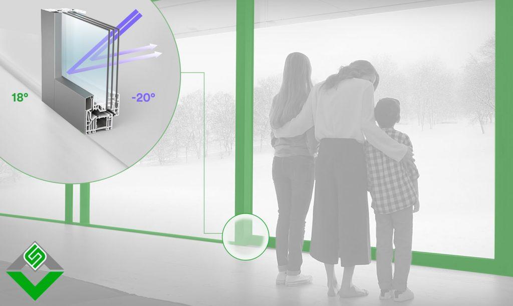 famiglia che guarda fuori dai serramenti spi ad alto isolamento termico
